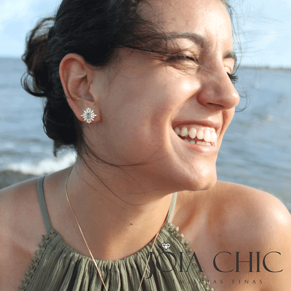 Brincos de Zircônia: Acessório Indispensável para toda Mulher!